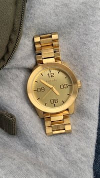 Round gold analog watch with link bracelet