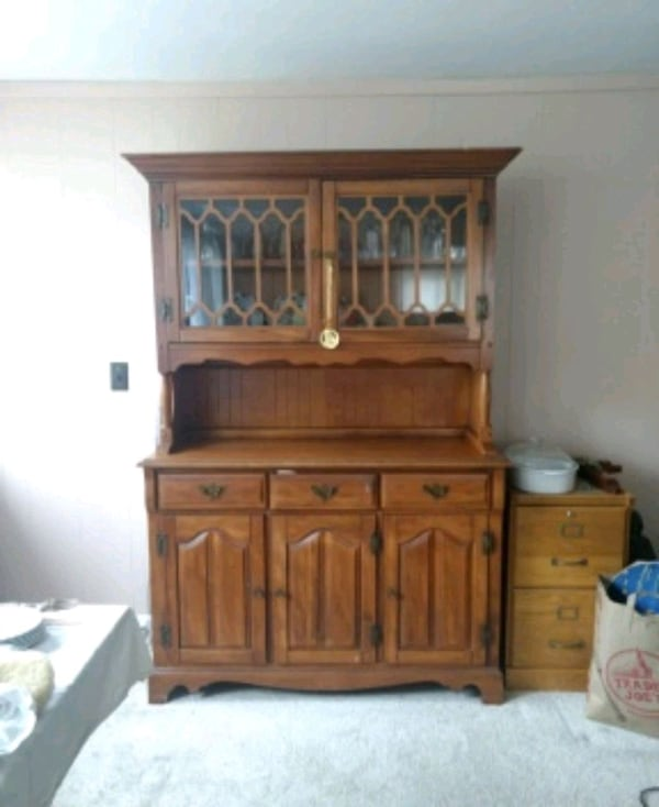 China Cabinet (Hutch style) Solid wood Golden brown finish 0d5fc564-0f6a-41bf-9b3b-52c27d69920a