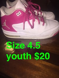 pair of white-and-pink Nike sneakers Troy, 12182