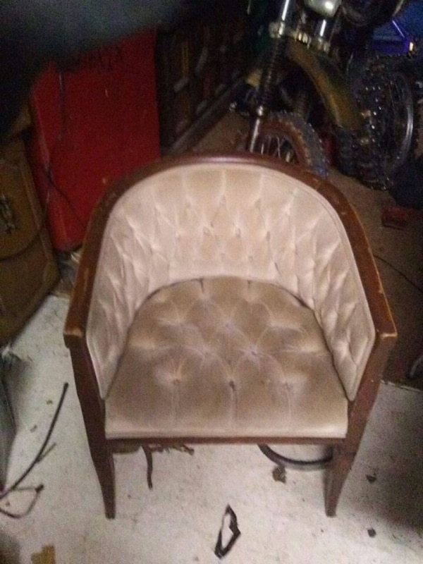 Awesome retro lounge chair needs stain $100
