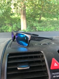 black framed sunglasses with box New Britain, 06051