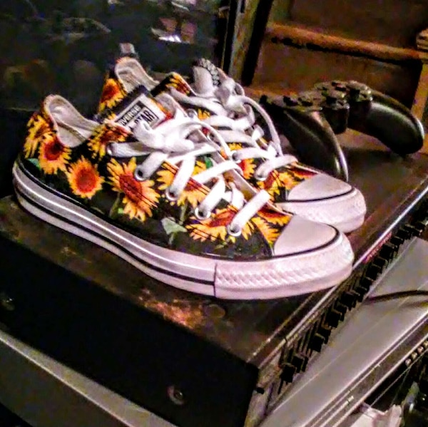 50c7b047599f Used Size 6 sunflower print converse for sale in Germansville - letgo