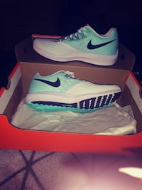 New in box womens nikes size 7 Loveland, 80538