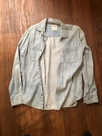 Levi's long sleeve shirt  2259 mi