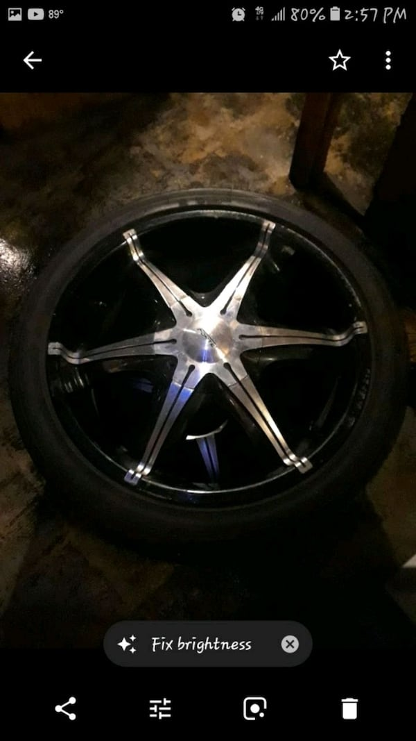 2o inch rims with great rires 95579497-e142-4d60-aa6a-5086fc998a01