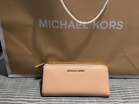 Brown michael kors leather wristlet Markham, L3P