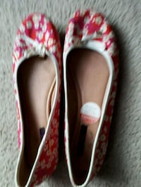 pair of red-and-white floral flats St. Catharines, L2M 4G1