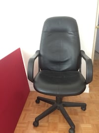 Black leather rolling swivel manager chair