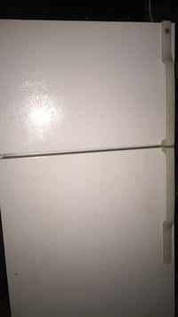 white top-mount refrigerator St Catharines, L2R 7K3