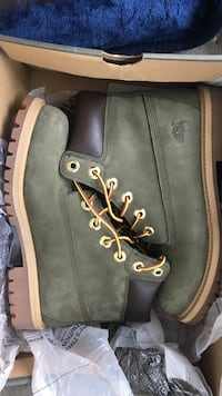 OLIVE GREEN TIMBS NEVER WORN SIZE 4.5