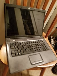 15'' Compac 2GB laptop with charger