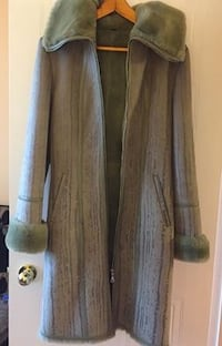 Italian winter women coat with removable hood.  Never worn, Europe. Richmond Hill, L4C