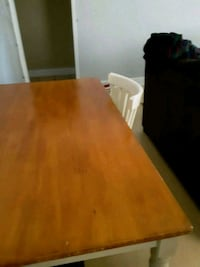 Table and chairs good condition make offer  Metairie