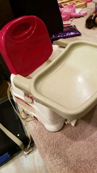 Portable high chair  Youngsville, 70592