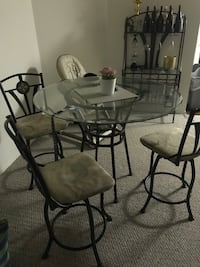 Table and chairs plus wine rack Casselberry, 32707