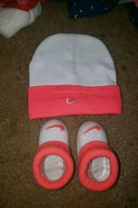 0-3 months Nike hate and booties Fayetteville, 28301