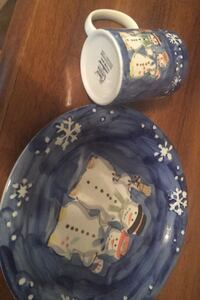 6 holiday plates, snowman print on plates  and cups  Pawtucket, 02860