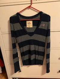 Hollister gently worn sweater Portland, 97217