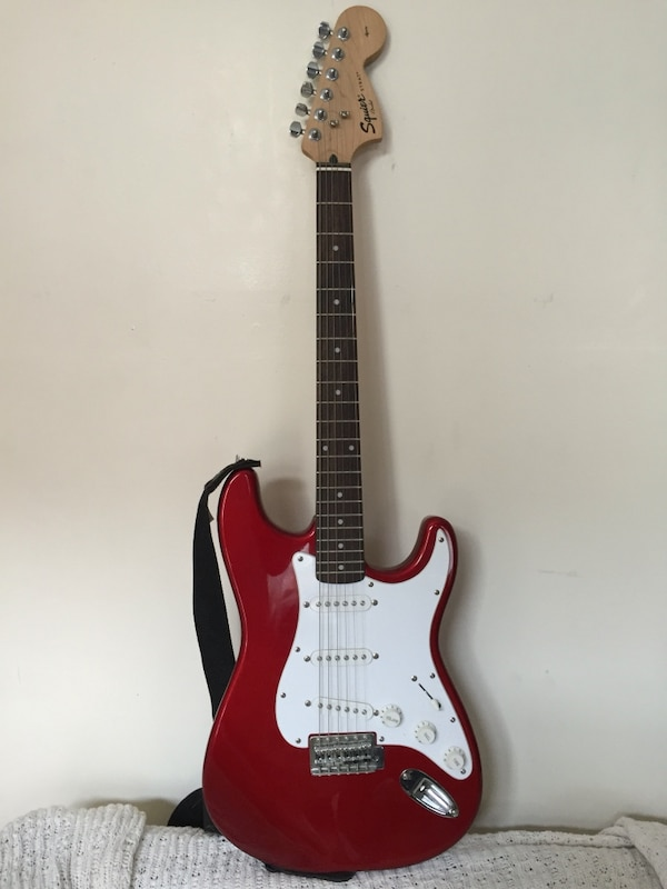 used squier red white stratocaster guitar for sale in new york letgo. Black Bedroom Furniture Sets. Home Design Ideas