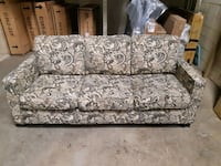 Used Sofa in good condition  120 or Best offer Leduc