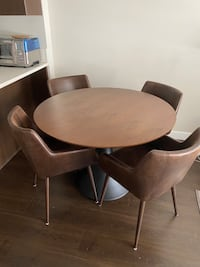 Designer Dinning table + 4 comfy dining chairs Vancouver, V6P 0C8