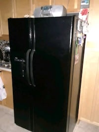 Refrigerate in good condition . Asking $350 or best offer.  Brampton