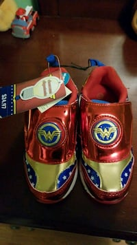 Brand new with tags Wonder woman girl shoe Vaughan, L4H 2C7