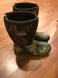Youth muck boots