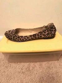 pair of brown leopard print flats 25 km