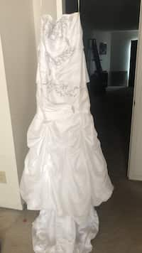 4885f11c0a4 Used women s white sweetheart neckline wedding dress for sale in ...