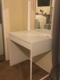 White wooden desk with mirror Long Beach, 90813
