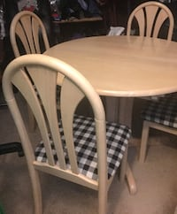 Dining table and 4 chairs Columbus
