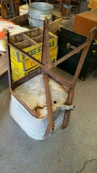 Antique Rusty Wash Tub Stand  Knoxville, 37917