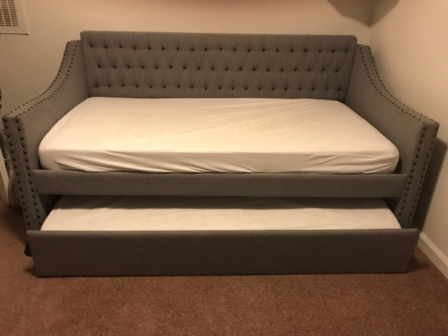 brukt fabric upholstered daybed with trundle twin gray mattresses rh se letgo com