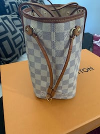 Louis Vuitton authentic bag. Please see pics serious inquires only Baltimore, 21215