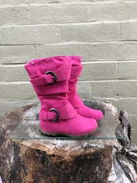 pair of pink suede double-buckled snow boots Modesto, 95351