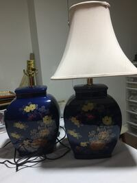 Pair of vintage lamps with 1 lampshade Mississauga, L5M 5E7