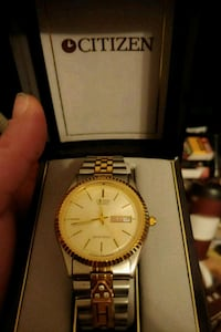 round silver analog watch with link bracelet in box Abbotsford, V3G 2M4