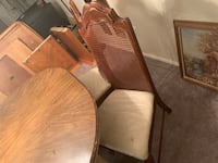 Dining Room w/ 4 chairs Clinton