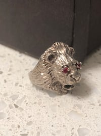 silver-colored lion head bust ring