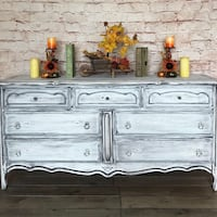 Beautiful Vintage Dresser  Ottawa, K4A 0M8