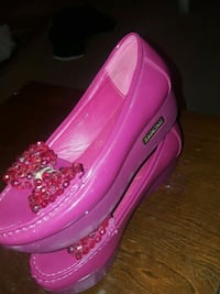pair of women's pink leather platform shoes London, N6E 2S7