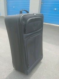 Brand new suitcase. used once. Coquitlam, V3K 4X8