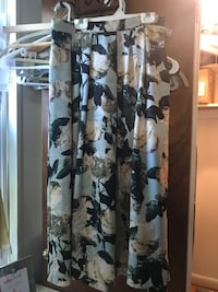 White and black floral long-sleeved dress, fits size 4-6 womens Arlington, 22201