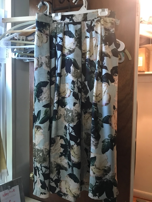 White and black floral long-sleeved dress, fits size 4-6 womens