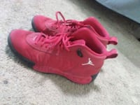 pair of red Nike basketball shoes Brownsville, 78520