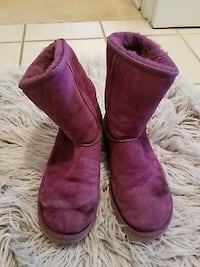 Pair of red ugg boots Springfield, 22152