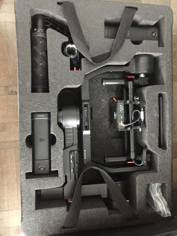 Camera stabilizer and hard case  cd4deca9-be28-4bbb-ba03-901e4eb75260