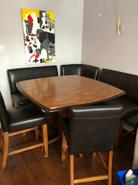Dining room table in great condition!! Montréal, H4G 2P2