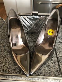 Silver Guess shoes with purse size 5 1/2 Laval, H7G